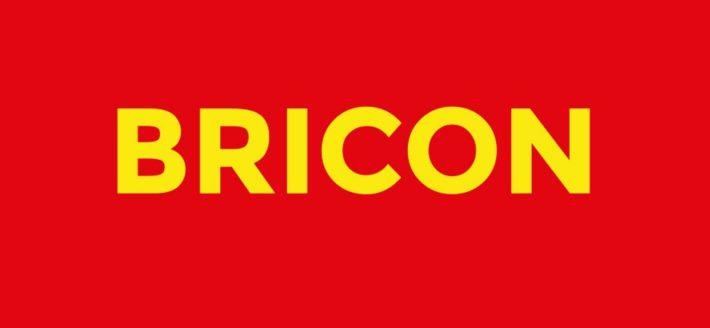 Logo Bricon sur fond rouge